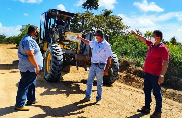 produtores rurais realizam recuperação das estradas